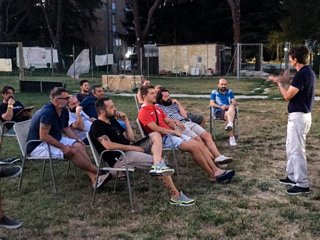 5 punti chiave per migliorare il settore giovanile: Allenatori di Futball Cava Ronco in formazione